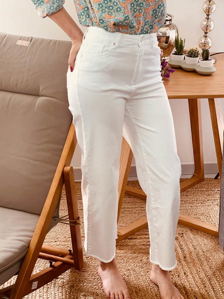 Pantalon femme blanc en jean stretch (porté), marque Ô'tez mode, modèle pantalon Jose