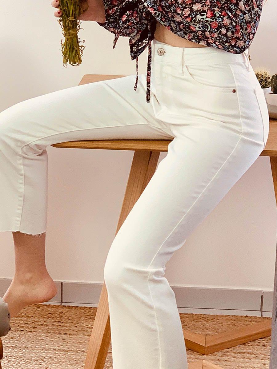 pantalon femme blanc en jean modèles Yves, stretch et cropped, Ô'tez mode